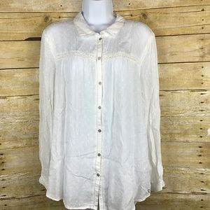 White lightweight button up vintage boyfriend top.